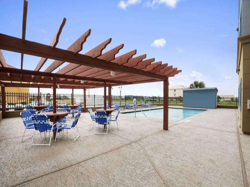 Days Inn & Suites by Wyndham Galveston West/Seawall